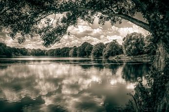 A photograph of the lake at Lullingstone Castle, near Eynsford in Kent.