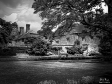 A photograph of the rear of Bateman's House in East Sussex, processed using GREYCstoration.