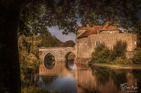Bridge that leads you into the entrance of Leeds Castle