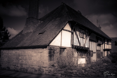 Photograph of a cottage taken outside Battle Abbey in East Sussex