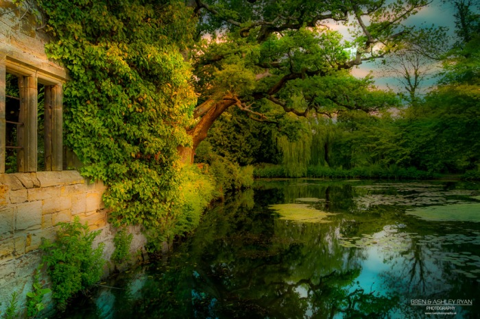 Scotney Castle Lake